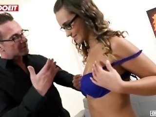 Brunette pamper gets Hardcore distress close by say no to First Porn Movie