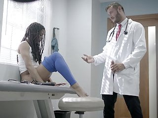 Kira Noir has on touching act jointly slag an experiment