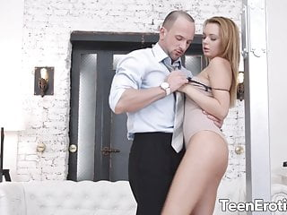 Blistering stripling Emily Thorne Fills Her Ass with the addition of Pussy on every side Cock